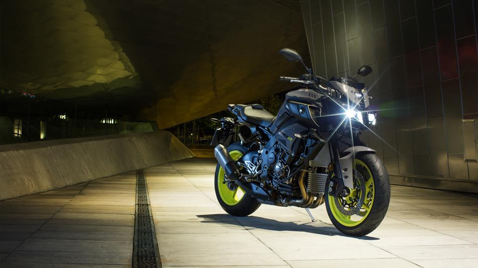 2016-Yamaha-MT-10-EU-Night-Fluo-Static-001