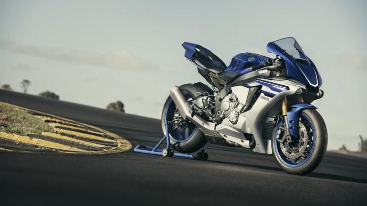 2016 Yamaha YZF R1 Bikerbook (1)