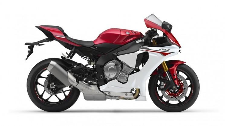 2016 Yamaha YZF R1 Bikerbook (2)
