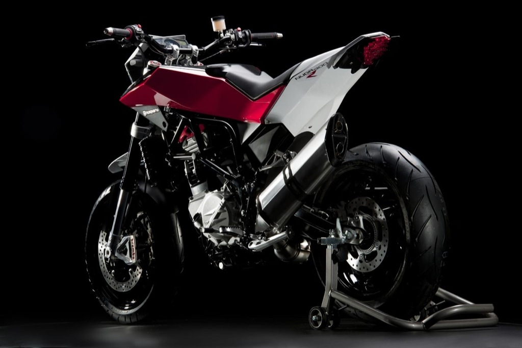 husqvarna-nuda-900r-streetbike-breaks-cover_6