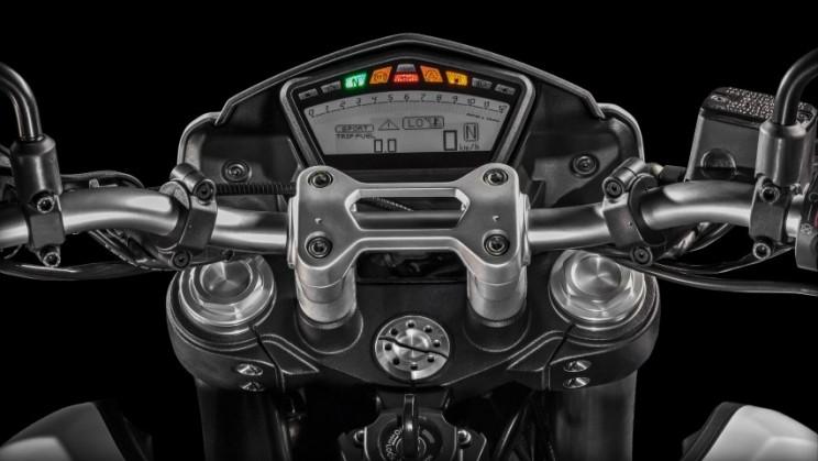 Ducati Hypermotard 939 2016 (11)