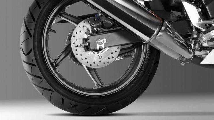 Honda CBR300R 2016 (2)