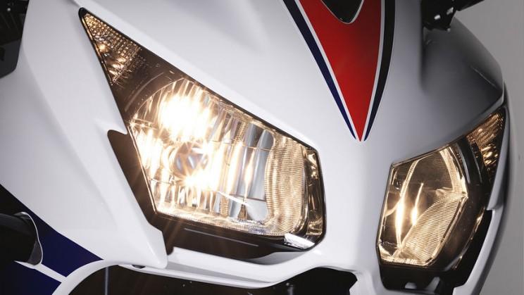 Honda CBR300R 2016 (4)