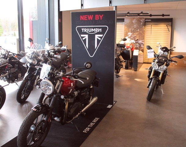 Motorcentrum Rijen Showroom 2