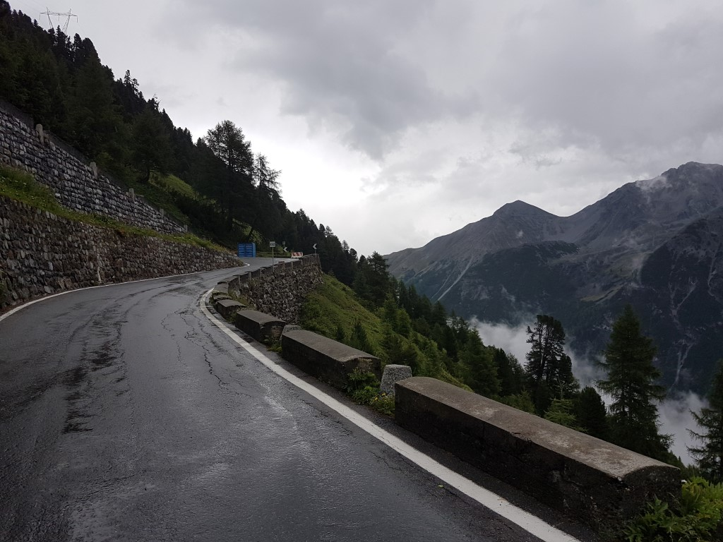motorrijden stelvio regen