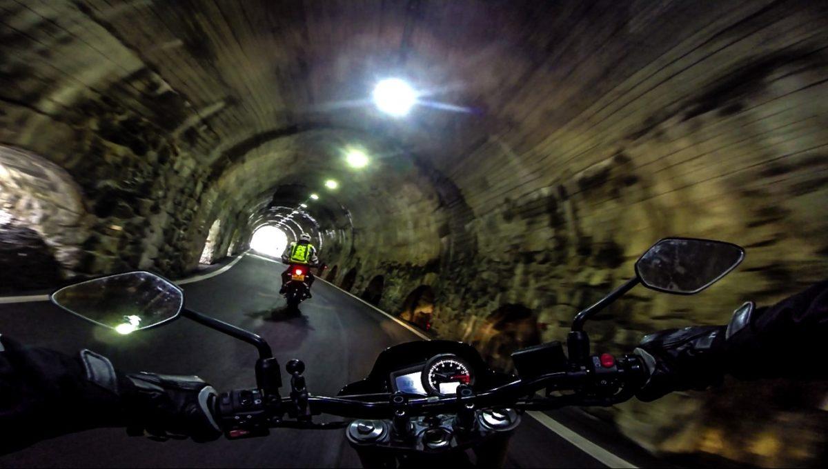 stelvio motorrijden bormio tunnel